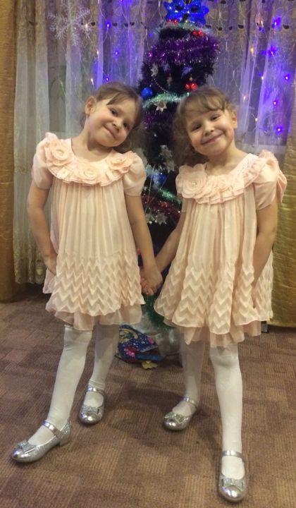 Аня и Даша Мухтаровы