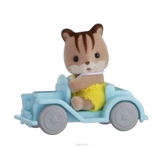 Sylvanian Families Фигурка Малыш бельчонок на машине